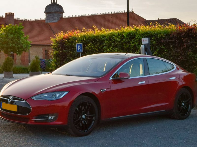tesla-essendieras-supercharger-borne-recharge-laadpaal